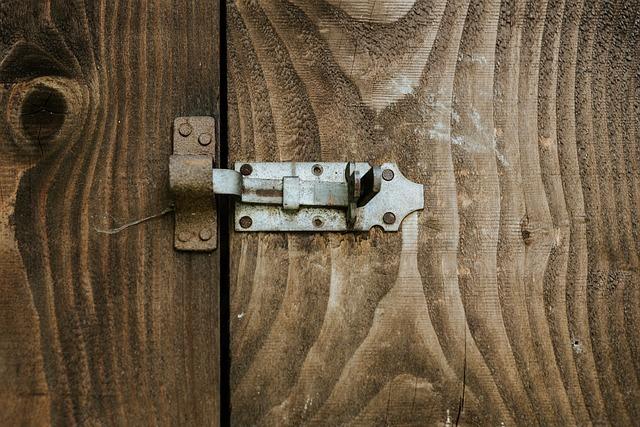 reforzar seguridad puerta principal